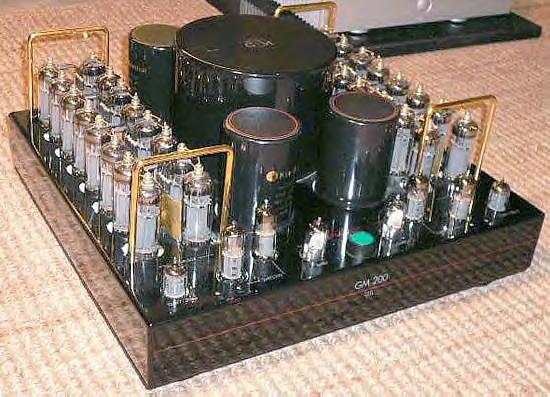 Il Graaf GM 200, amplificatore di vertice tra gli OTL del marchio modenese, da 200 W per canale su 4 ohm.