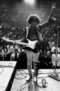 Hendrix in concerto nel 1968. A terra il pedale Vox Octavia.