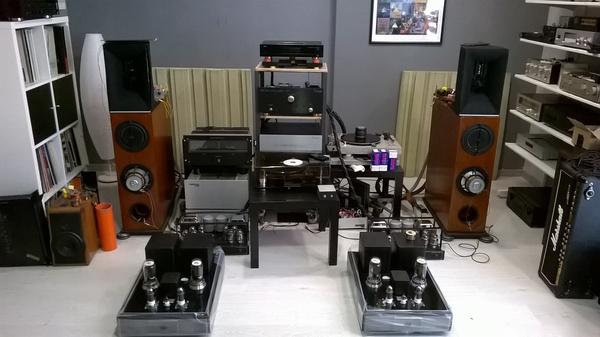 La saletta d'ascolto presso la sede di Capecci Audio