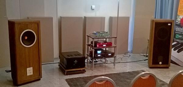 Hi-Fi D'Agostini dimostrava diffusori Tannoy
