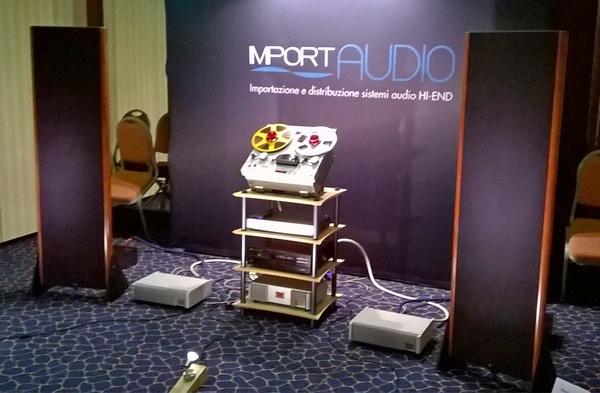La saletta Import Audio, con i diffusori planari Kingsound.